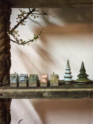 mini keramikhuse og træer