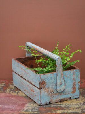 trækasse lavet af genbrugstræ