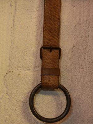 jernring med læderbælte