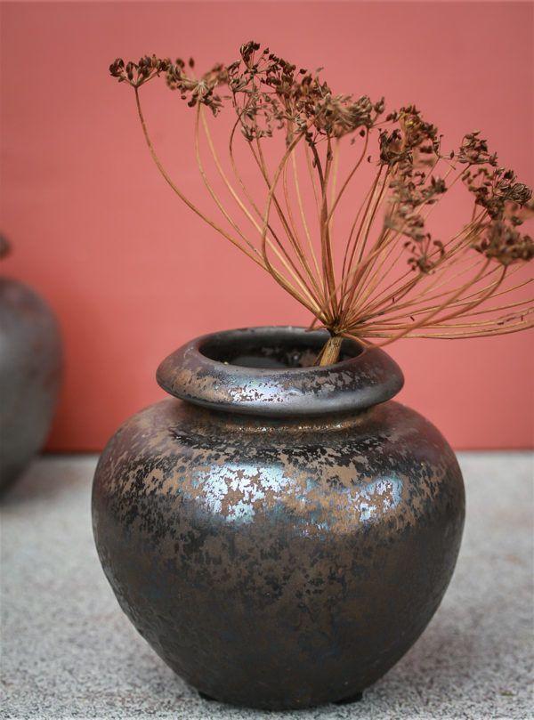 vase med bronzeglasur