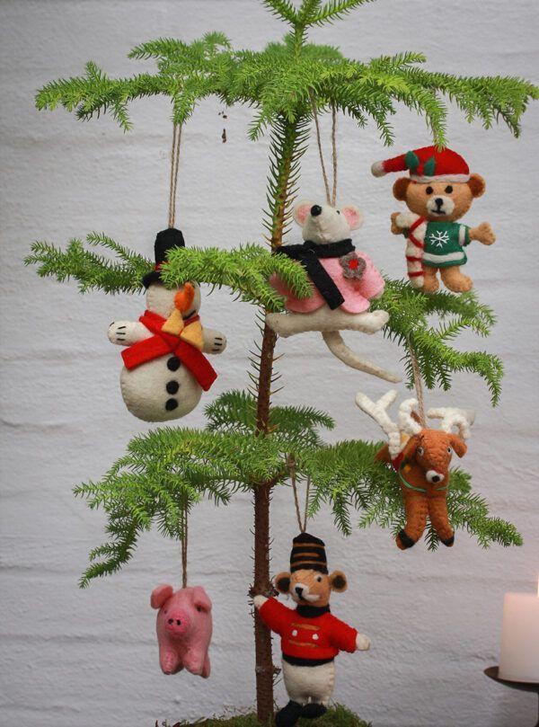 juledyr lavet af filt og uld