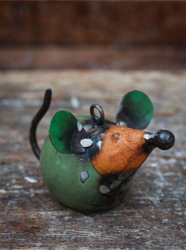 mus lavet af genbrugsmetal