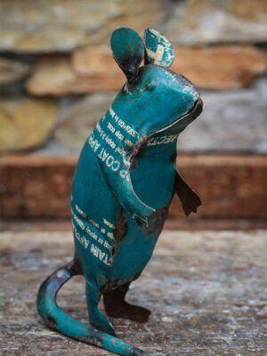 rotte lavet af genbrugsmetal